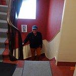 Алекс на лестнице в отеле