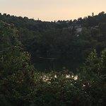 рядом с отелем что-то вроде небольшого озера