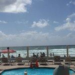 Photo de Blue Sea Beach Hotel