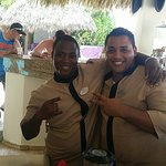 Great bartenders, Josue and Samuel at royal services have been hosts. The facility is beautiful,