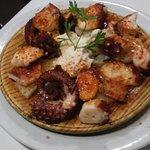 Pulpo la brasa bonísimo y el buey de mar espectacular el mejor de España en bar restaurante gali