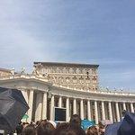 Foto de St. Peter's Square (Piazza San Pietro)