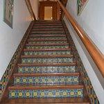 Hermosa escalera al primer piso
