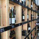 Vi har altid et stort udvalg af sæsonens lækre vine