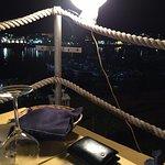tavolo angolare con vista sul porto nuovo di Lampedusa