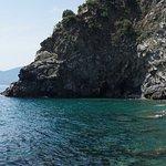 Badebucht von Cornilia bei schönem Wetter und ruhiger See