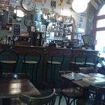 Bar.salle du petit déj.... bonjour la brocante !!!