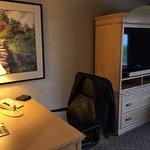 Mesa de trabalho e TV