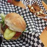 hamburguesas de cabra y poutine