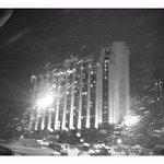 Vista nocturna llegando al hotel