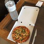 Pizza barbacoa sin salsa barbacoa 13€ y es enana! UN ROBO