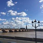 Pont de Pierre, à 2 pas de l'hôtel