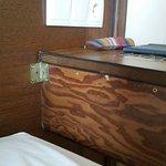 La mesita de noche acorde con el resto del mobiliario