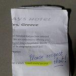 Onvriendelijke brief onder de deur geschoven (valse beschuldiging)