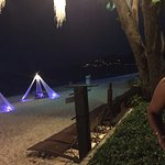 החוף בלילה