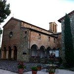 La chiesa sconsacrata ed il portico