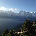 Wunderschöne liebliche Hütte mit herrlichem Ausblick auf die einmaligen Gipfel der Berner Alpen.