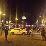 Plaza Foch en su esplendor nocturno