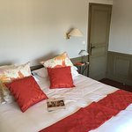 Vue de la chambre van gogh à 365 euros la nuit. Salle de bain inconfortable à ce prix. Et que di