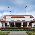 Hotel Canberra Front