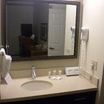 Photo de Staybridge Suites Vancouver - Portland Area