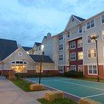 Hotel & tennis court