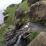 池に注ぎ込む滝の遺構