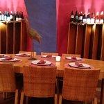 Mesa para grupo y vinoteca