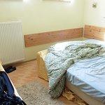 Siento el desorden pero no me acordé de hacer la foto cuando la habitación estaba recién hecha :