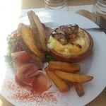 Déjeuner avec ma fille dans ce restaurant que des amis nous avaient recommandés 😊tres bon servi