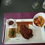Filet de Bœuf sauce vigneronne, légume du jour et frites maison