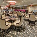 Twist Grill & Bar DoubleTree Decatur Riverfront Hotel Restaurant