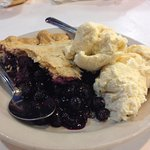 blueberry pie a la mode