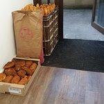 Livraison de la boulangerie au petit matin.
