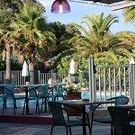 piscine, vue de la terrasse de l'hôtel