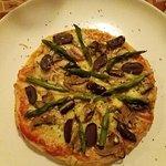 Pizza vegetariana de masa artesanal con queso andino...deliciosa!!!