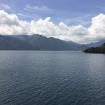 中禅寺湖ボートハウスから望む中禅寺湖。湖面を渡る風が爽やかです。