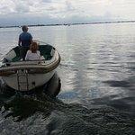 Sloep op de Westeinder vanaf Aaslmeer gezien