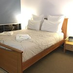 The host is superb, extremely friendly and helpful! The apartment is perfect! Very clean and tid