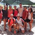 L'équipe de France féminine de rugby à sept, sur la terrasse du Bagus Café.
