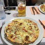 Mejor plato pizza surtida: ingredientes: plátano, jamón serrano, picante, pimientos, queso