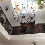 Vue intérieure vers le 1er étage et la terrasse