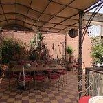 terrasse où l'on petit déjeune