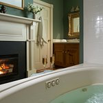 Jones Room Bath - Manor House
