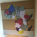 carte Afrique avec capsules de bière