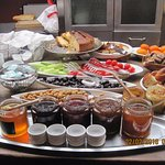 Küçük bir alanda sunulan en doyurucu kahvaltı,Ev yapımı  Reçellere dikakt