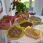 Reichhaltige Brot- und Brötchenauswahl