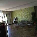 Wirklich solide, sauber, freundlich: Große Zimmer mit gutem Blick in einem recht modernen Hotel