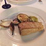 Todo buenísimo, mejillones, verduritas y steak de atún en su punto.