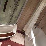 Billede af bruser og badekar